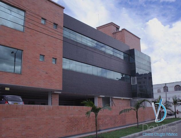 Dr. Rafael Gomez at Clinica Da Vinci