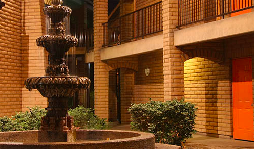 Save 18% on your hotel stay at the Hotel Colonial